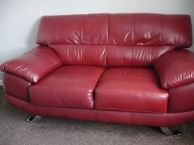 Red leather two seater soffa