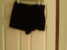 Ladies top shop black velvet shorts size 10