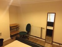 Double Room in Professional Houseshare-Bills included - Newly refurbished!!