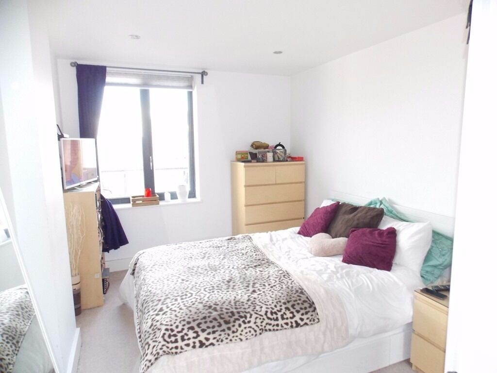 **LUXURY, THREE BED, TWO BATH NEW BUILD APARTMENT TO RENT NEAR BOW ROAD STATION** BALCONY & TERRACE