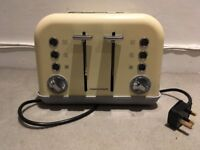 Morphy Richards Toaster - Cream