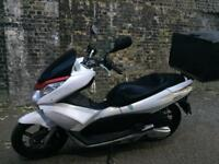 FULLY WORKING 2011 Honda PCX 125cc Scooter 125 cc learner legal. Good delivery bike.