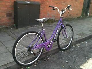 Ladies town/shopper bicycle excellent condition nearly new comes with guarantee