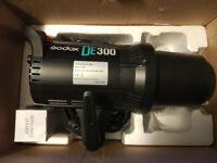 Godox DE300 300W Studio Flash Light Strobe Head Only - Excellent Good Condition