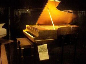Elvis-Presleys-Piano-Gold-Leafed-in-24-karat-gold