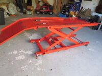 Motorcycle hydraulic lift table, all steel heavy duty, foot operated, safety lock, c.400Kg capacity