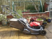 HONDA HRD535QXE SELF PROPELLED PETROL LAWNMOWER
