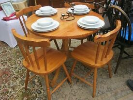 MODERN SOLID PINE ROUND TABLE WITH 4 FARMHOUSE PINE CHAIRS. VIEWING/DELIVERY AVAILABLE