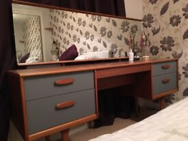 70's dressing table