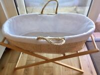 Moses basket w/stand & sheets