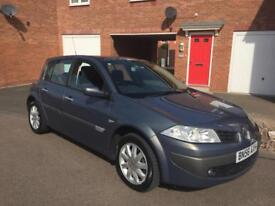 RENAULT MAGANE 1.6 PETROL. LOW MILEAGE.PAN ROOF. PARKING SENSORS