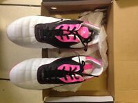 NEW GILBERT LADIES RUGBY BOOTS