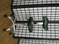 HAIRDRESSING CHAIR IN BLACK WITH BACK REST