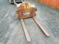 Pair of forklift pallet forks with backplate suit tractor telehandler etc