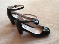 Stunning black Clarks heels shoes size 5 and a half