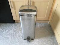Stainless steel/chrome pedal bin