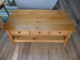 solid wood coffee table with 6 drawers bit shabby chic