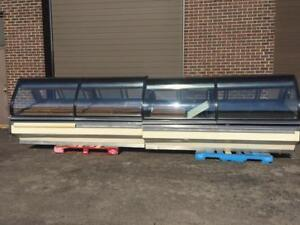 Hussmann Single-Deck, Curved Glass Case Merchandiser for Deli, Meat, and Seafood Applications