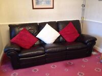 3 Piece Suite. One chair electric reclines.