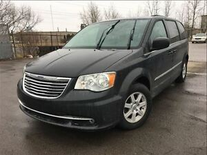 2011 Chrysler Town & Country Touring NAVIGATION MOONROOF BACK UP