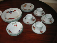 ROYAL WORCESTER PORCELAIN EVESHAM VALUE