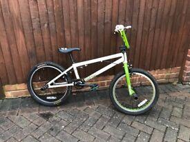 Joe Murray Vodoo Zumbi BMX Bike with stunt pegs