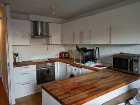 Bright 2 bed flat with open plan kitchen/lounge and balcony