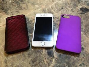 Unlocked iPhone 5S 32g with 2 cases ... Excellent condition