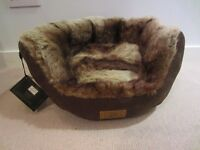 House of Paws small dog/cat bed faux fur
