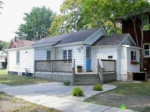 $125,000 - Bungalow for sale in Windsor