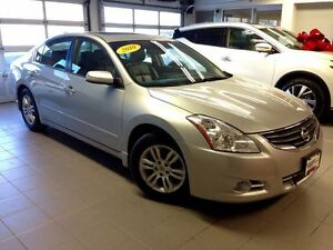 2010 Nissan Altima 2.5 SL/LOCAL TRADE/LEATHER/ MOONROOF/LOW KMS!