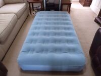 Inflatable single mattress bed - Aerobed.