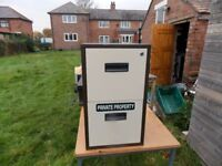 A 2 DRAWER METAL FILING CABINET, Perfect for home office, in good condition