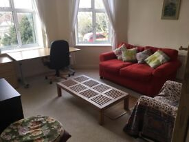 Spacious two bed room flat with separate kitchen on Kings Avenue Clapham North Ideal for two couples