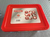 Pyrex rectangle dish with red lid 4L