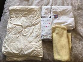 Cotbed bedding bundle