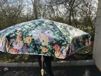 Large parasol & 4 seat covers