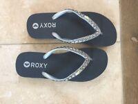 Roxy flip flops, brand new size 3/4