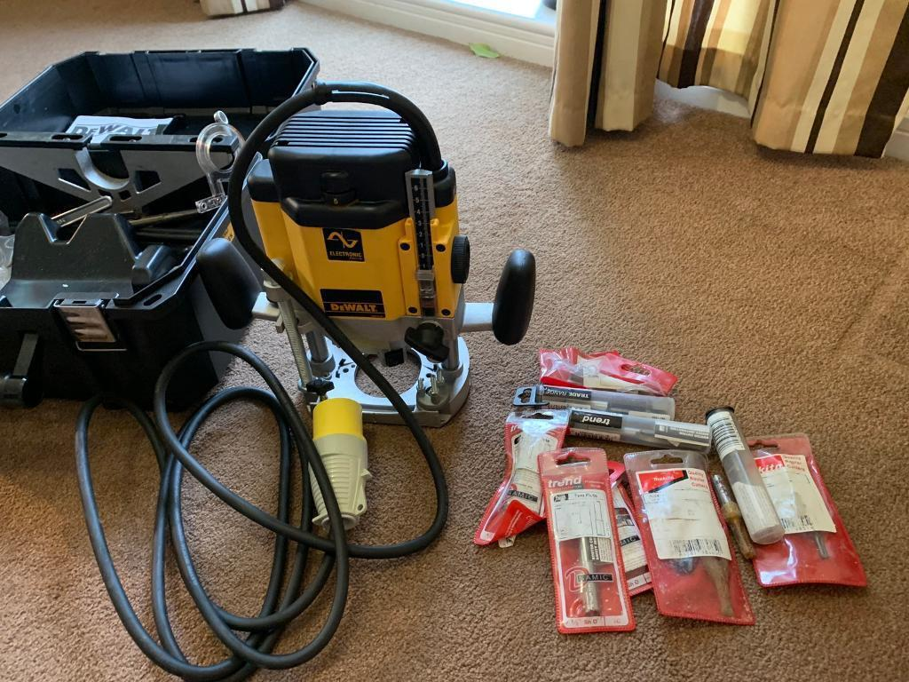 Dewalt DW625EK 110 v router for sale brand-new never used and Accessories