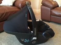 Maxi Cosi Pebble Car Seat and Easy Base 2