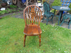 3x wheelback wooden chairs ideal to paint.