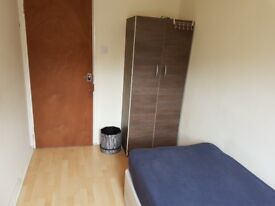 AMAZING single ROOM available in CANARY WHARF!!