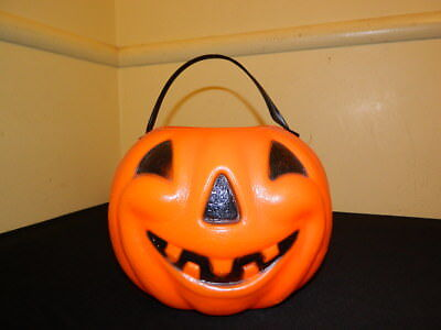 VINTAGE 1960'S PLASTIC HALLOWEEN PUMPKIN CANDY CONTAINER - 1960's Halloween Candy