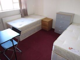 NICE AND BIG COUPLE/TWIN ROOM AVAILABLE ON 10/06 IN PADDINGTON W21UX