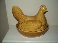 VINTAGE CHICKEN EGG HOLDER IN LIGHT BROWN CHINA IN EXCELLENT CONDITION