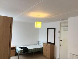 Kings size room for two friends near Elephant and Castle se17 available now on