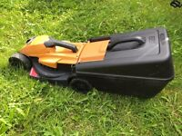 Black & Decker EdgeMax E-Drive 1200W 32cm Lawnmower