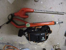 Flymo Sabre Cut 24 V Cordless Telescopic Hedge Trimmer - good working condition