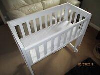 Troll Bedside Crib - White