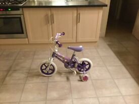 Girls bike with stabelisers